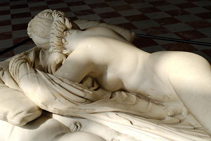 3º gênero: Hermafrodito, estátua romana (c. 200d.C.), cópia de um original grego. Louvre, Paris. © Marie-Lan Nguyen / Wikimedia Commons