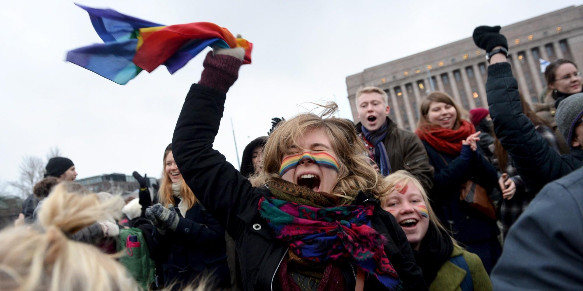 Finlandeses comemorando a votação sobre o casamento gay - Foto: MIKKO STIG/AFP/Getty Images