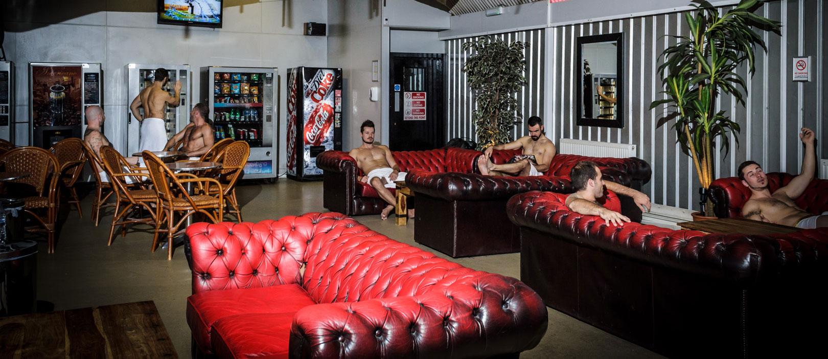 Lounge da sauna gay Chariots Roman Spa, no bairro de Vauxhall, Londres - Foto: chariots.co.uk