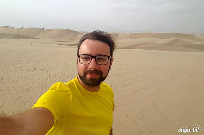 Durante o mês que passei no Peru, visitei o deserto, em Huacachina, onde tem um oásis