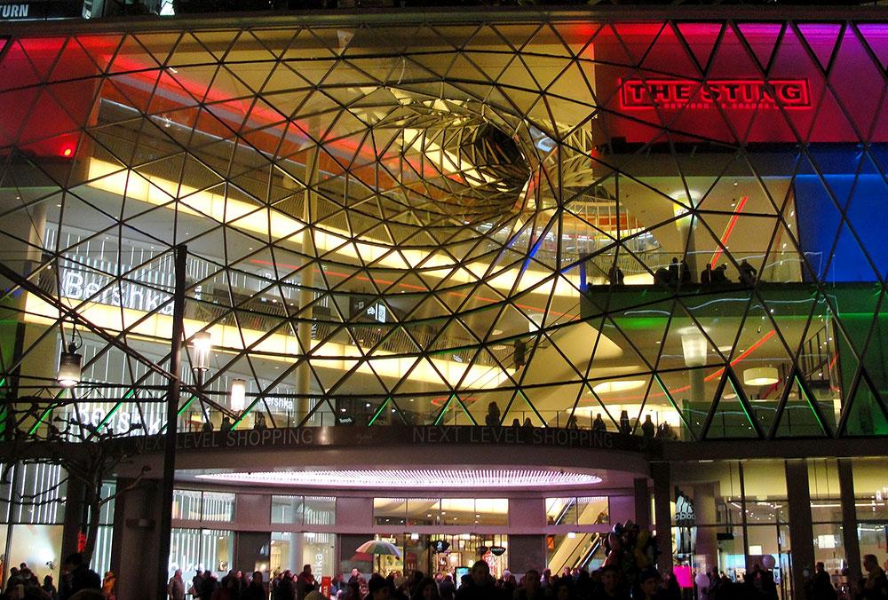 MyZeil, um shopping center com essa entrada doida, perto do fervo gay de Frankfurt