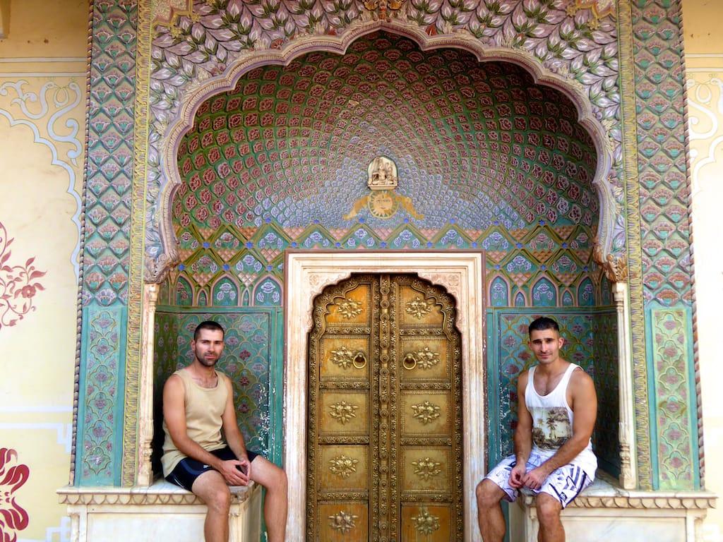 Nomadic Boys em Jaipur, na Índia - 4 motivos pra casais gays viajarem pra Ásia