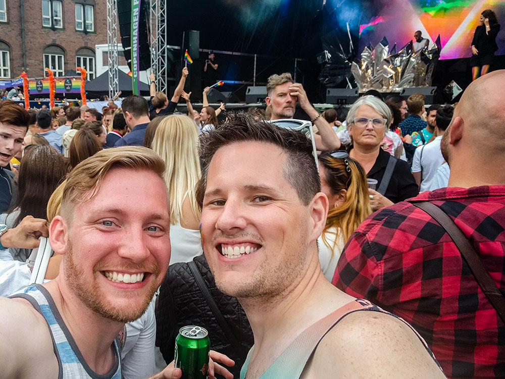 Kevin e Brad, do blog Two en Route, na Copenhagen Pride - Foto: Two en Route