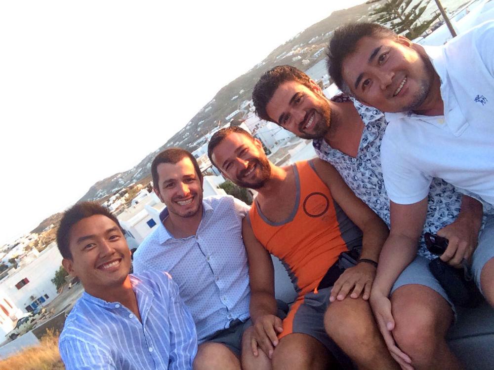 Curtindo Mykonos com os amigos