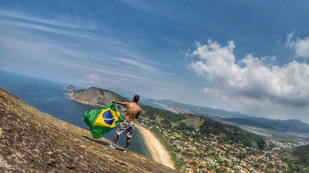Topo do Costão do Itacoatiara, em Niterói (RJ)