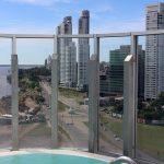 Piscina aquecida externa, com vista panorâmica de Rosário e do rio Paraná