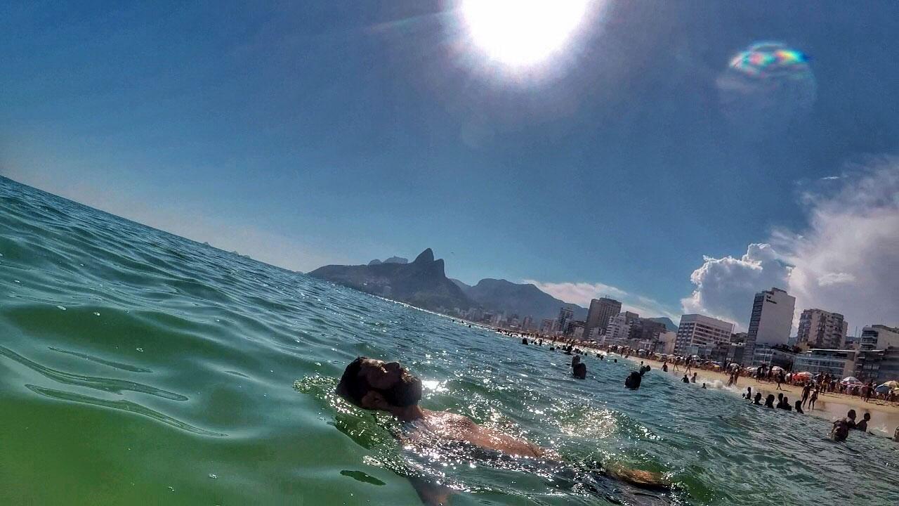 De boa, relaxando na Praia de Ipanema, Rio de Janeiro - Foto: Jeff Slaid