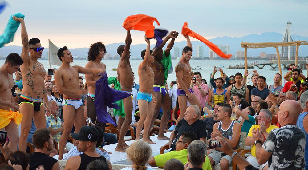 Desfile de moda faz parte das festas LGBT em Puerto Vallarta, México - Foto: Divulgação