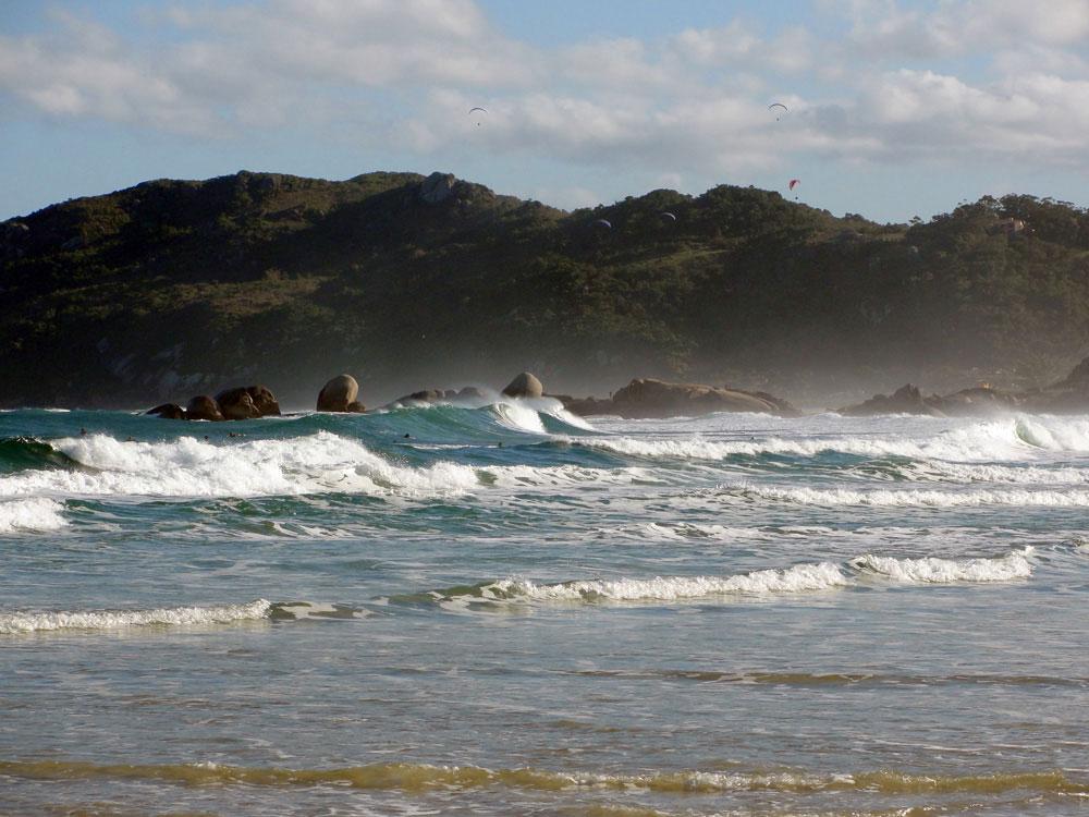 Brasil gay friendly: Praia da Galheta, a praia nudista que junta muitos gays em Florianópolis