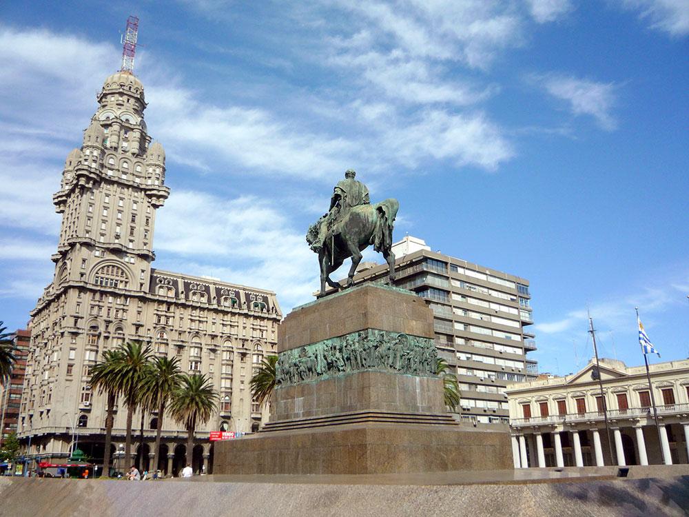Uruguai LGT: Palacio Salvo, na Plaza Independencia