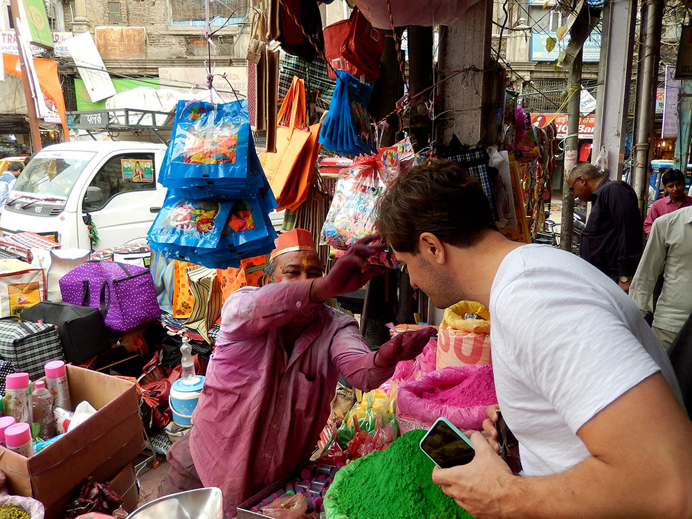 Old Delhi, na Índia, cores e mistura - Foto: Antonio & André