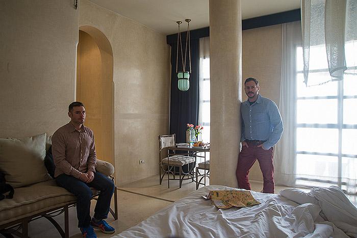 Hotel Room Portraits: Richard e Seth em hotel no Marrocos, em 2014
