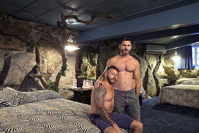 Hotel Room Portraits: Em 2014, os namorados também conheceram esse hotel diferente na Califórnia (EUA)