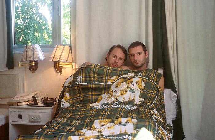 Hotel Room Portraits: Em 2005, eles dividiram uma cama de solteiro no Vietnã