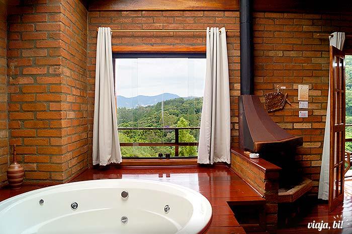 A vista do quarto (a hidro tava vazia porque usamos água de modo consciente, tá meu bem?) - Foto: Emerson Lisboa / Viaja Bi!