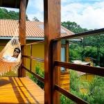 Emerson, que fez as fotos desse post relaxando na rede do chalé - Foto: Viaja Bi!