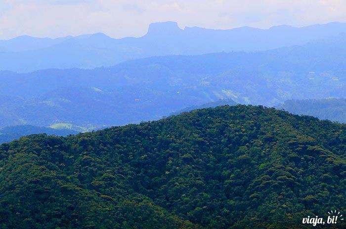 Pedra do Baú vista do Pico Agudo, em Santo Antônio do Pinhal - Foto: Emerson Lisboa / Viaja Bi!