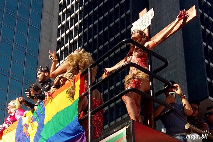 Performance polêmica na 19ª Parada do Orgulho LGBT de São Paulo, em 2015