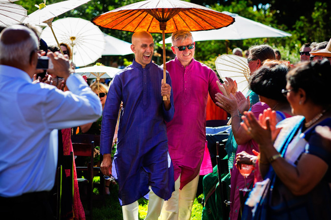 Colin e Harteek casaram-se na Califórnia, mas a cerimônia teve muitas influências indianas