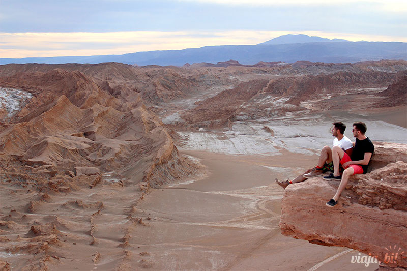 Casal fofo na Pedra do Coyote, no Deserto do Atacama Gay