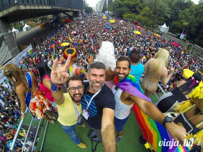 Rafa, Fabio e Cleber no alto de um dos trios da Parada
