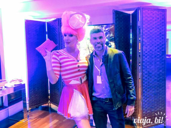 Paulette Pink recepcionou os convidados no evento sobre turismo LGBT