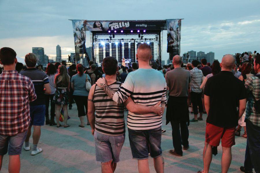 NYC Pride Rally é um dos eventos gays em Nova York - Foto: Alexader Thompson