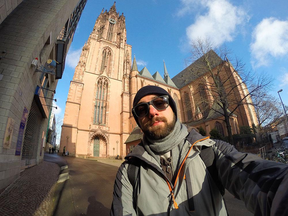 Selfie na frente da Catedral de São Bartolomeu