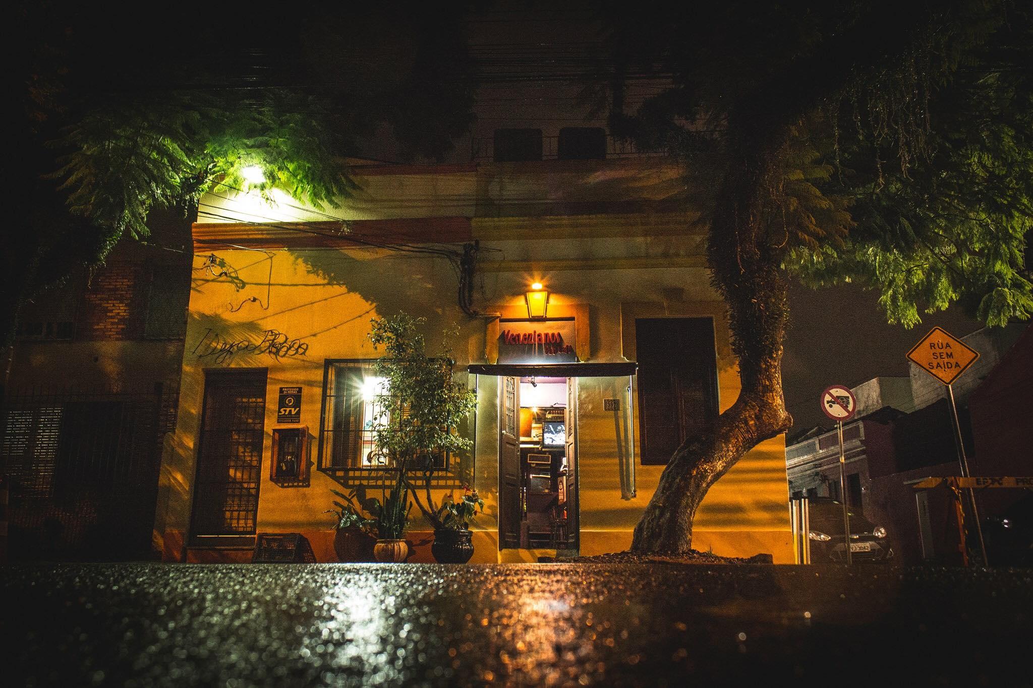 Bares gays em Porto Alegre: Venezianos Pub Café - Foto: Reprodução/Facebook