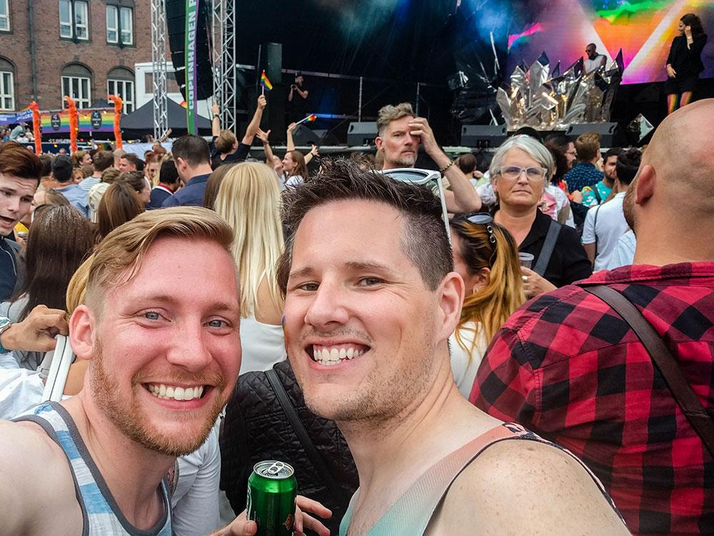 Kevin e Brad, do blog Two en Route, na Copenhagen Pride - Foto: Two en Route