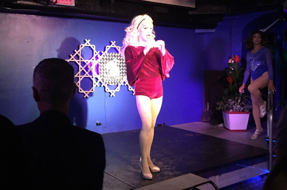 Guia Gay de Nova York: Drag Queen faz show no The Monster