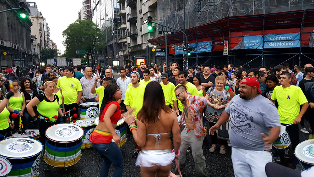Bateria tipo escola de samba do Brasil!!!