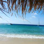 As praias Superparadise e a praia nudista Eliá são ótimas opções para o público gay em Mykonos