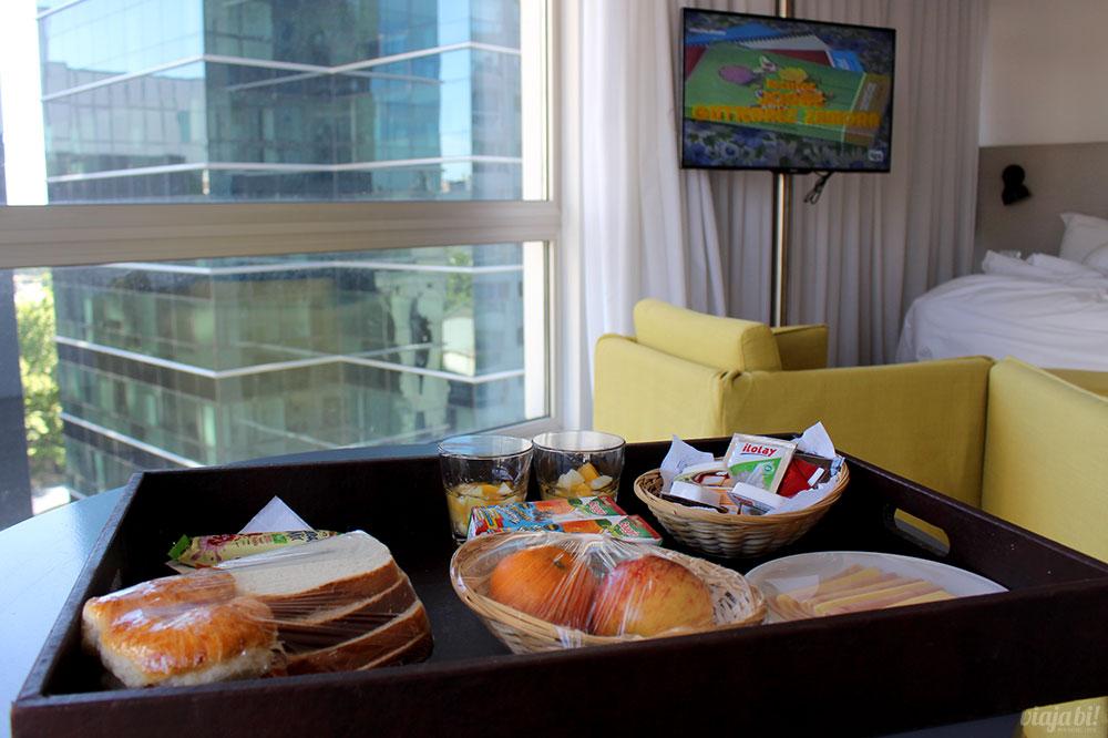 Onde ficar em Buenos Aires: Hotel CH Madero Urbano Suites - Café da manhã no quarto