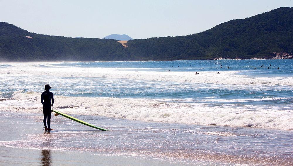 Vista da Praia do Rosa desde o canto Sul - Foto: Divulgação/Thay Andrade