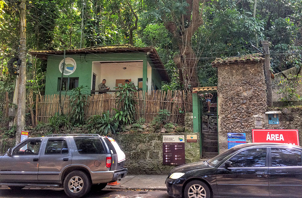 Guarita na entrada para o Costão do Itacoatiara, em Niterói (RJ)