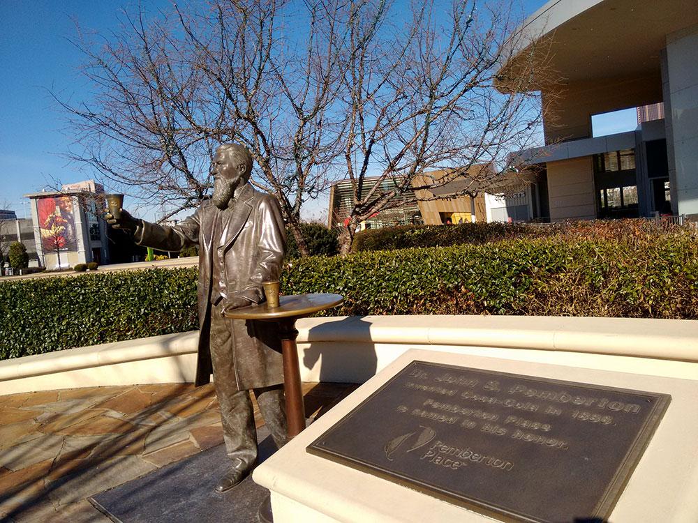 John Pemberton, o inventor da Coca-Cola, tem estátua em sua homenagem em Atlanta - Foto: Clovis Casemiro