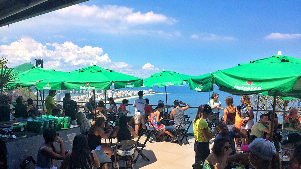 Bar depois da trilha no Morro Dois Irmãos, Rio de Janeiro - Foto: Jeff Slaid