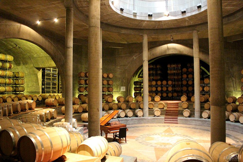 A cava da Vinícola Salentein, em Mendoza, tem um piano e pode-se tocar