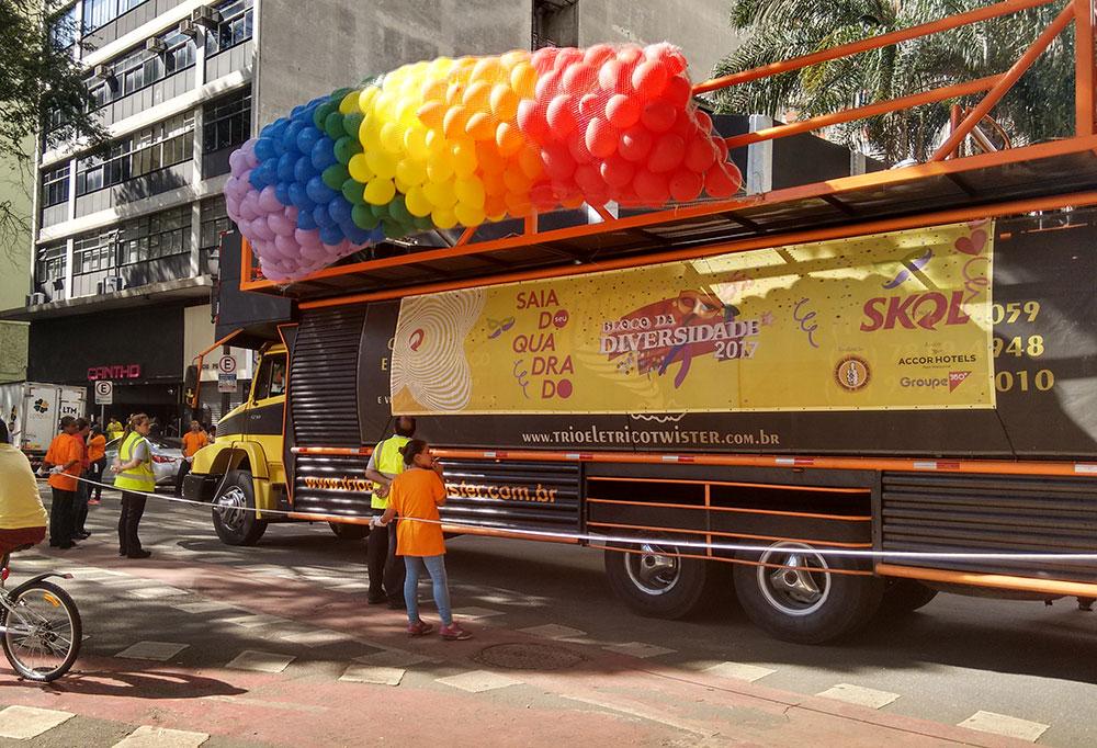 Turismo em Metrópole: Bloco da Diversidade, com apoio da Skol e da rede Accor, no Carnaval Gay de São Paulo - Foto: Clovis Casemiro