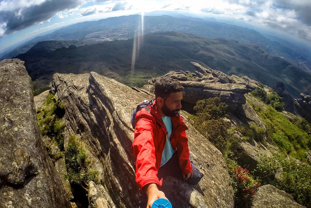 No cume do Pico do Itacolomi, com uma visão 360º, com Ouro Preto e Mariana ao fundo