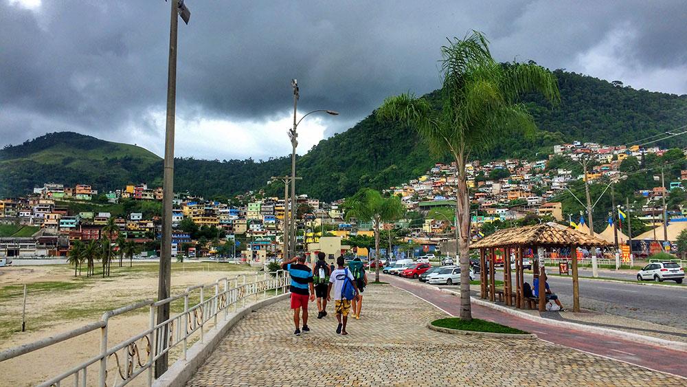 Aventura em Ilha Grande: Cidade de Angra dos Reis - Foto: Jeff Slaid