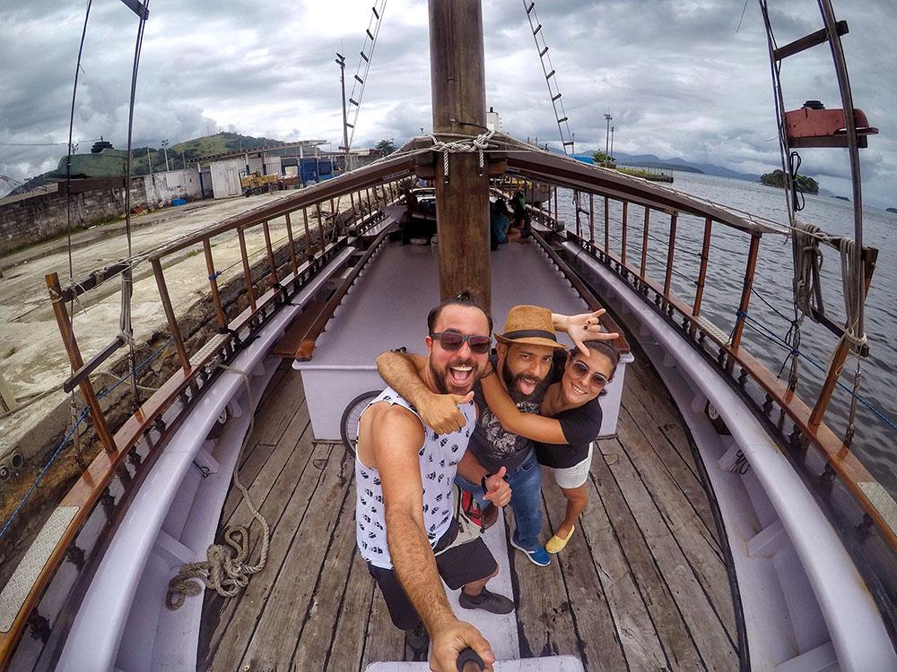 Aventura em Ilha Grande: Selfie no barco. Partiu! Vamo que vamo! - Foto: Jeff Slaid