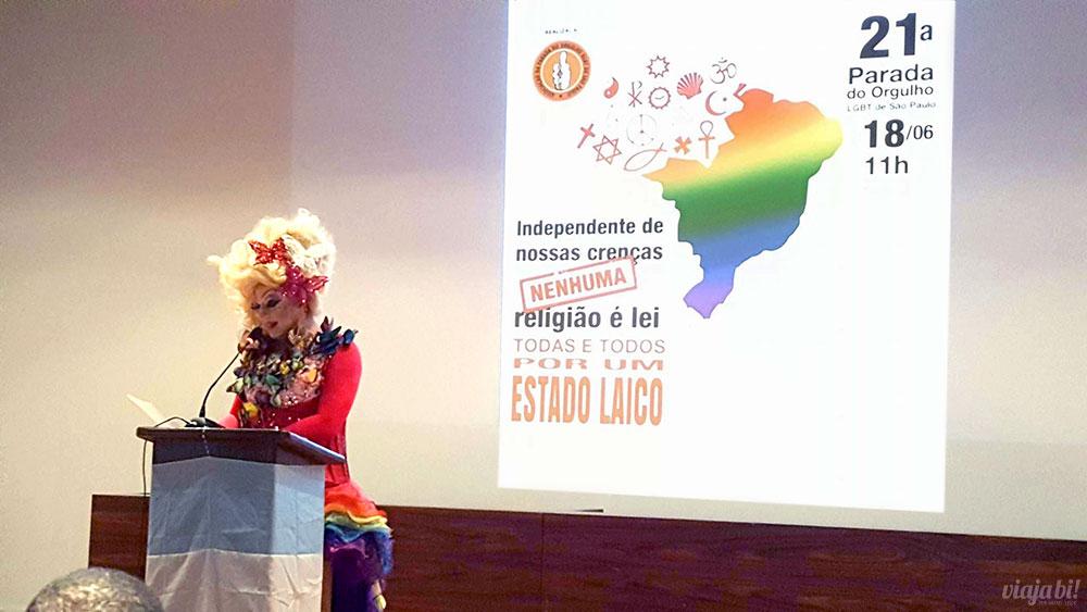 Parada LGBT de SP anunciou tema desse ano através da drag queen Tchaka