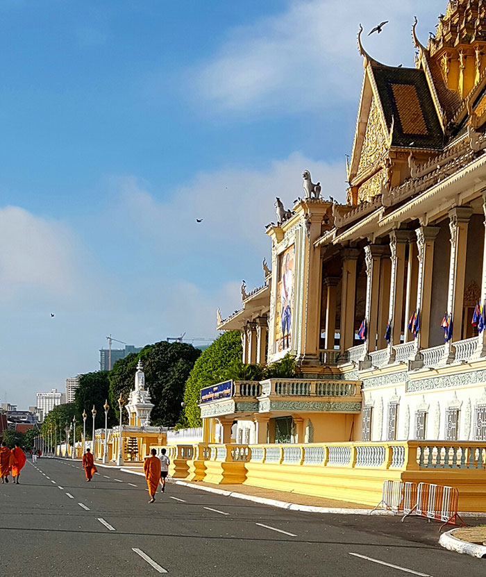 Phnom Pehn, capital do Camboja: Boulevard em frente ao Palácio Real - Foto: Marta Dalla Chiesa