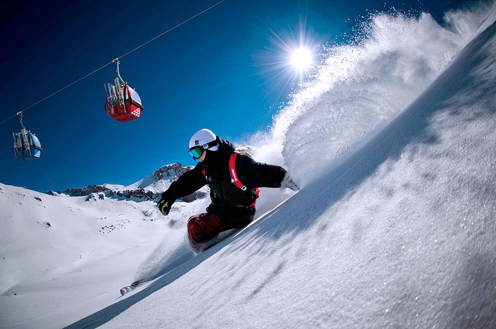 Esquiador saltando no Valle Nevado - Foto: Divulgação
