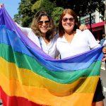 Casal de lésbicas na Parada LGBT 2017