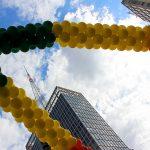 Bexigas coloridas no céu de São Paulo durante a Parada LGBT 2017