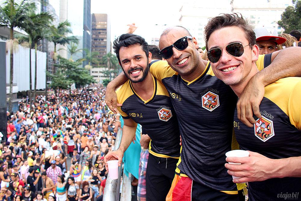 Jogadores bafo do time de futebol gay BeesCats