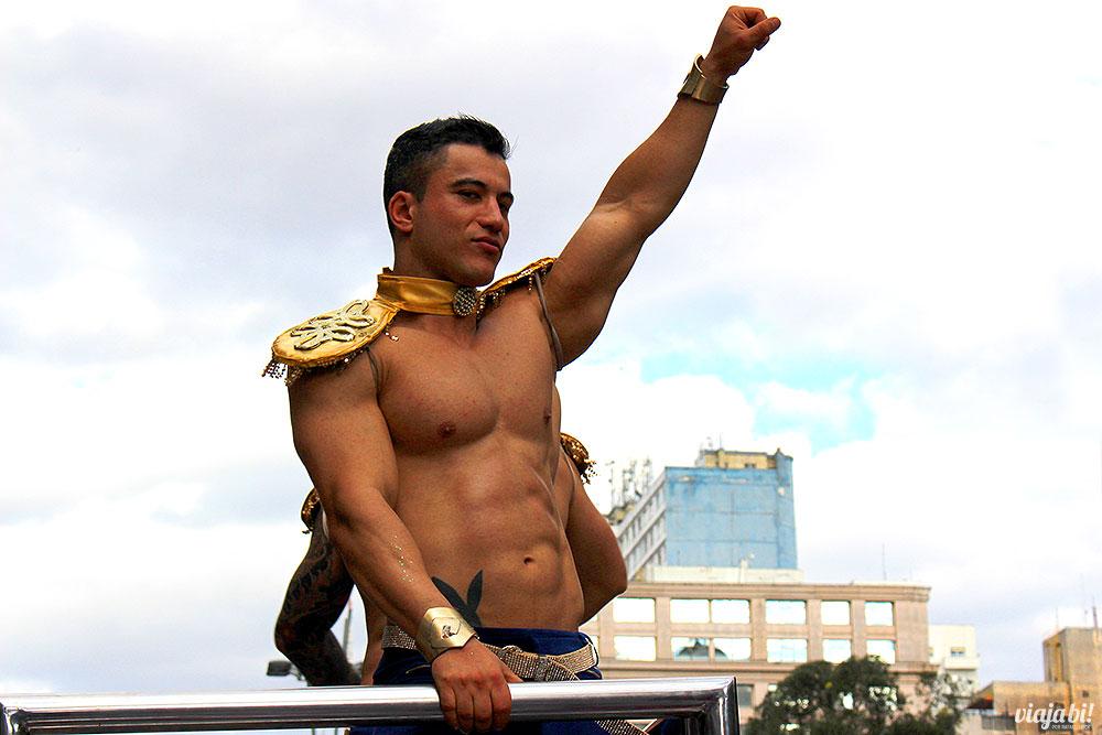 Boy magyah divando num trio da Parada LGBT São Paulo 2017